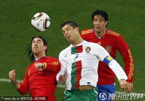 图文:西班牙vs葡萄牙 c罗争顶_世界杯图片