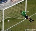 图文:德国4-1英格兰 诺伊尔目视皮球入网