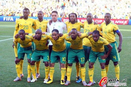图文:南非2-1法国 南非队赛前合影