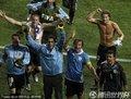 图文:乌拉圭2-1韩国 乌拉圭队员庆祝