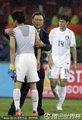 图文:乌拉圭2-1韩国 许丁茂鼓励队员