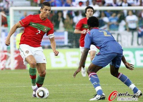 图文:葡萄牙0-0平佛得角 C罗盘带脚步灵活