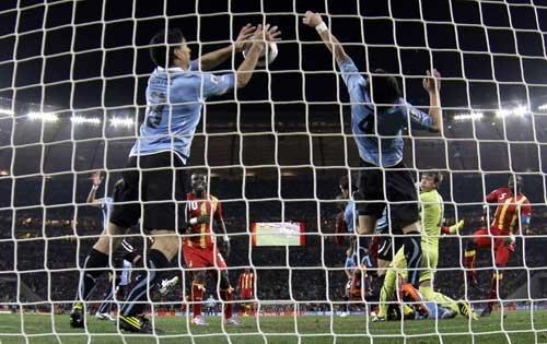 图文:乌拉圭VS加纳 苏亚雷斯神勇手球