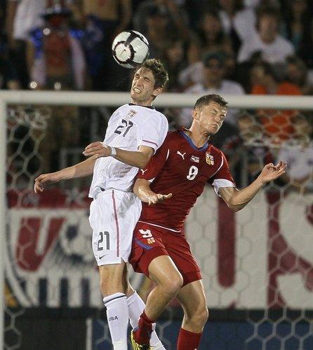 图文:热身赛捷克4-2美国 古德森与内西德争顶