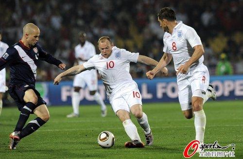 图文:英格兰1-1美国 鲁尼扣球过人