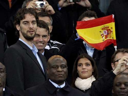 图文:荷兰VS西班牙 加索尔现场助威西班牙