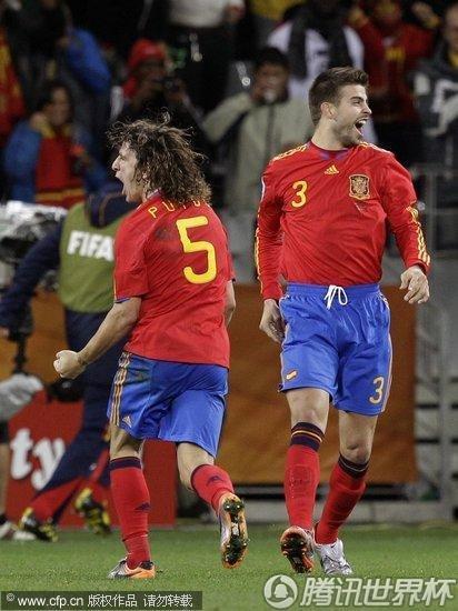 图文:西班牙VS葡萄牙 皮克与普约尔_世界杯图