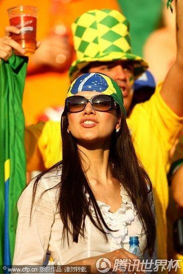 图文:荷兰VS巴西 巴西球迷美女_世界杯图片