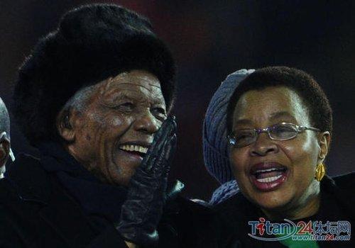 现场手记:曼德拉闭幕式 全场为92岁老人起立