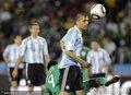 图文:阿根廷1-0尼日利亚 萨穆埃尔头球解围