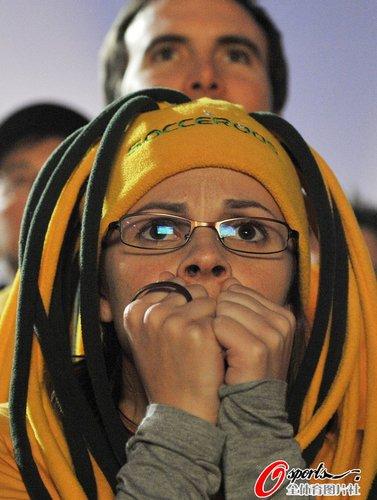 图文:世界杯女球迷的笑与泪(25)