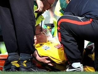 索伦森英超赛场被卡卢踢伤 丹麦门将盼南非行