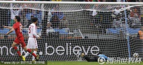 图文:葡萄牙7-0朝鲜 李明国鞭长莫及
