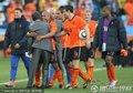 图文:荷兰1-0日本 范马尔维克感谢队员