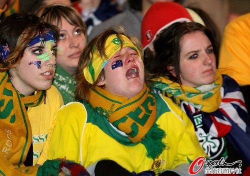 图文:世界杯女球迷的笑与泪(32)