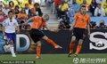 图文:荷兰1-0日本 斯内德大力起脚