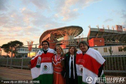 2010世界杯小组赛A组次轮:墨西哥Vs法国 球迷早早到达