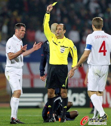 图文:英格兰1-1美国 卡拉格吃到黄牌