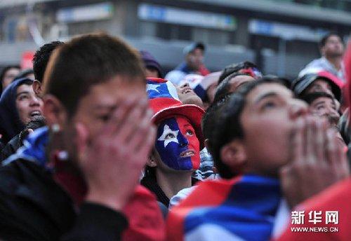 智利球迷世界杯梦断 半场0-2总统仍坚信有望