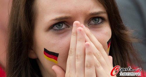图文:世界杯女球迷的笑与泪(20)