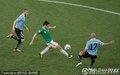 图文:墨西哥0-1乌拉圭 弗郎哥射门