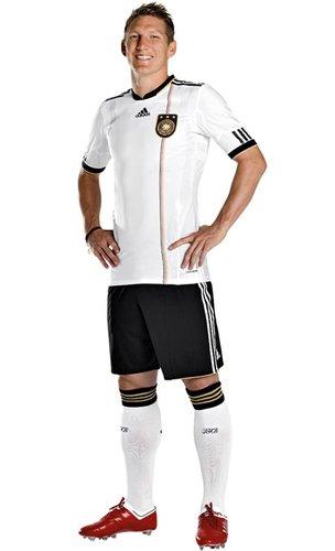 德国国家队球衣——团队精神为出发点