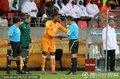 图文:科特迪瓦0-0葡萄牙 德罗巴接受检查