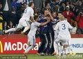 图文:斯洛伐克3-2意大利 斯队队员庆祝晋级
