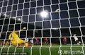图文:塞尔维亚0-1加纳 点球破门