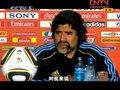 视频:千变马拉多纳球场上是神 教练席上是人
