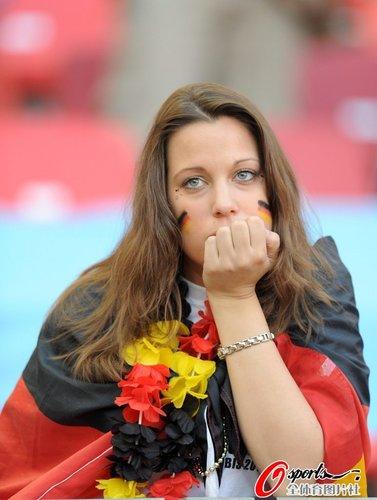 图文:世界杯女球迷的笑与泪(18)