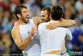 图文:希腊2-1尼日利亚 希腊队员疯狂庆祝