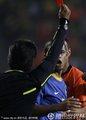 图文:荷兰2-1巴西 裁判出示红牌