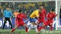 图文:巴西2-1朝鲜 双方门前混战
