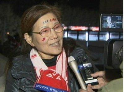 郑大世母亲现场观朝鲜首战:为儿子骄傲(图)