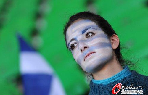 图文:世界杯女球迷的笑与泪(6)