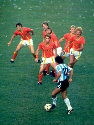 梅西一镜头写进世界杯史册 1986年老马也这样