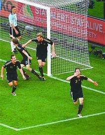 济南时报:乌拉圭点杀加纳 德国狂胜阿根廷