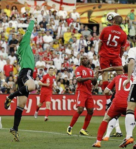 图文:德国VS英格兰 厄普森头球破门