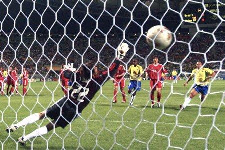 中国队2002世界杯处子秀 一次菜鸟被屠戮之旅