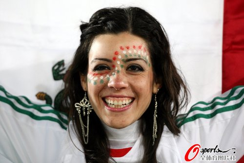 图文:世界杯女球迷的笑与泪(10)