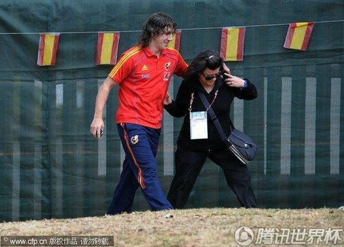 2010世界杯决赛前瞻:西班牙队返酒店 调皮普约尔爱开玩笑