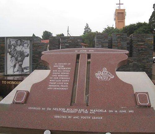 索维托起义第一个死难者的纪念碑