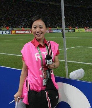 巨星背后有中国女人 央视女记者逼出罗本进球