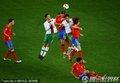 图文:西班牙1-0葡萄牙 双方球员争顶头球