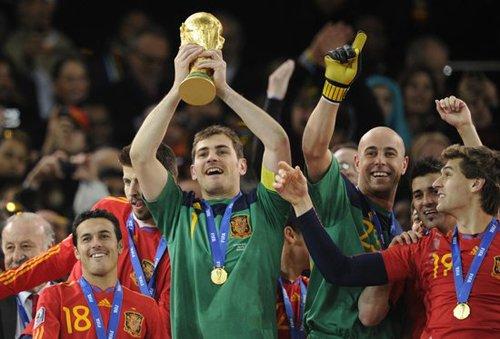 圣卡西成第10位捧杯队长 荣膺西班牙第一传奇