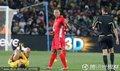 图文:巴西2-1朝鲜 郑大世抢断犯规