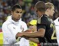 图文:加纳0-1德国 双方球员握手