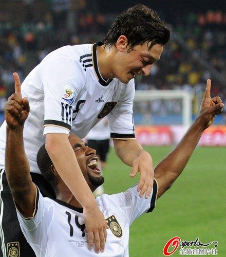图文:德国VS澳大利亚 卡考进球庆祝