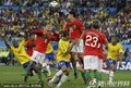 图文:巴西0-0葡萄牙 科斯塔头球解围